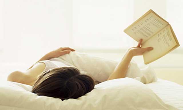 Las mujeres casadas prefieren dormir o leer que tener sexo