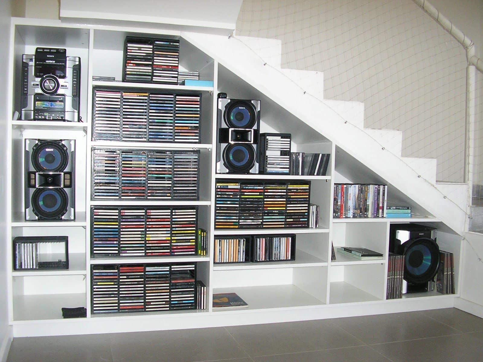 Ideas para aprovechar el hueco bajo las escaleras for Biblioteca debajo de la escalera