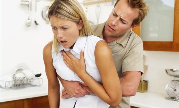 Maniobra de heimlich primeros auxilios