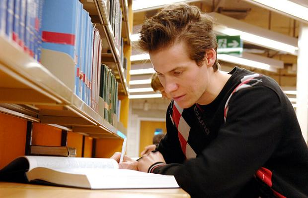 estudiantes universitarios y examenes de admision